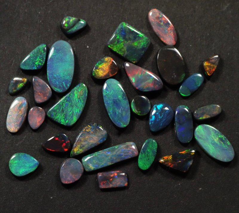 Black gem opal lot from Lightning Ridge / Australia